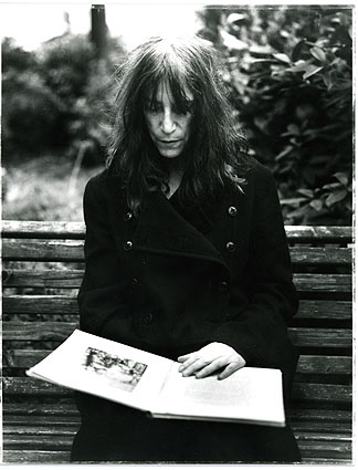 http://outofstephc.files.wordpress.com/2011/12/pattismith_angelocricchi.jpg?w=468